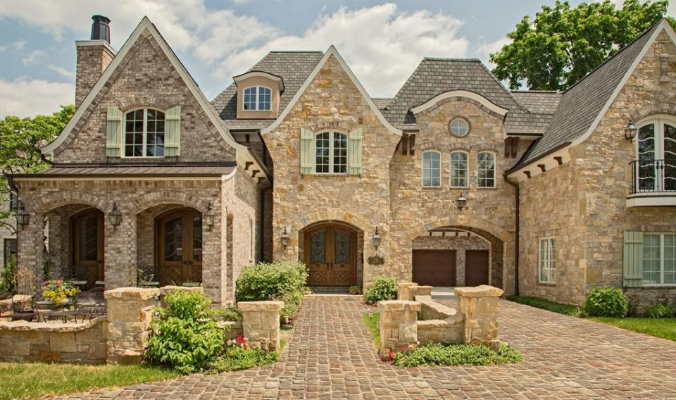 A Stone Arched Porte Cochere Was Designed, With An Inner, Open Air Motor  Courtyard, Styled After An Upscale Horse Stable, Allowing The Carriage  Style Garage ...